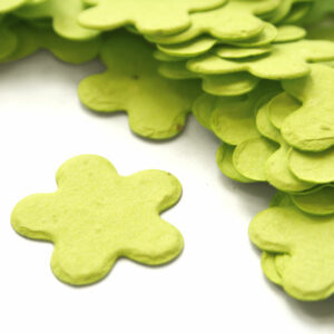 Eco-friThis biodegradable confetti makes a great addition to any table decoration.
