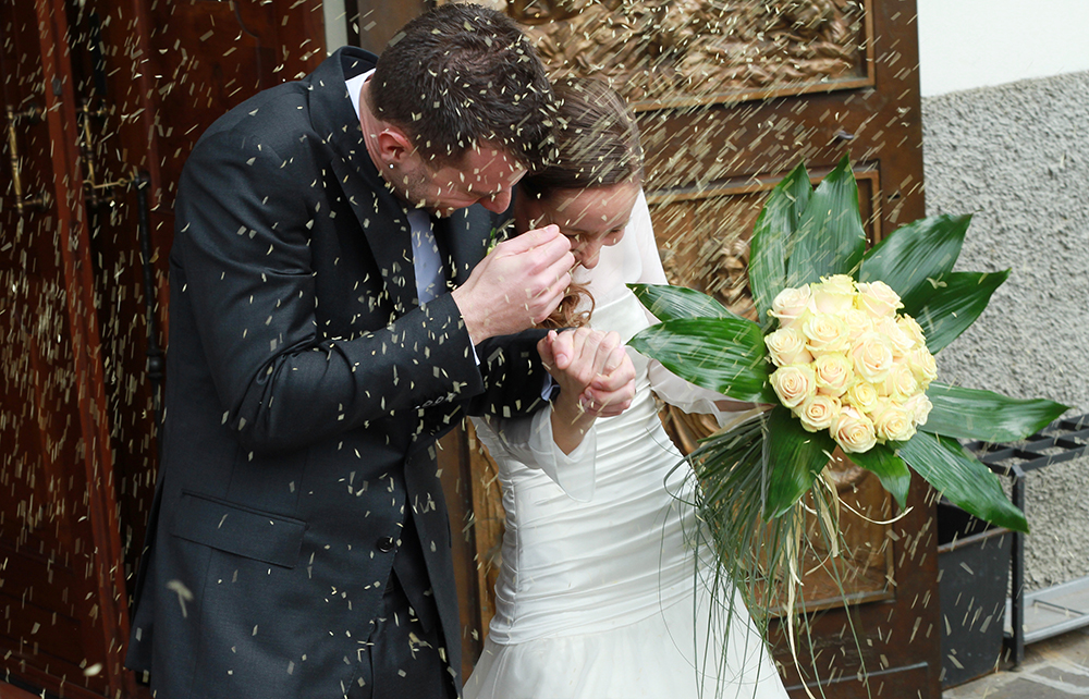 Break the wedding rice toss tradition with these beautiful and eco-friendly wedding send off ideas for a picture perfect exit.