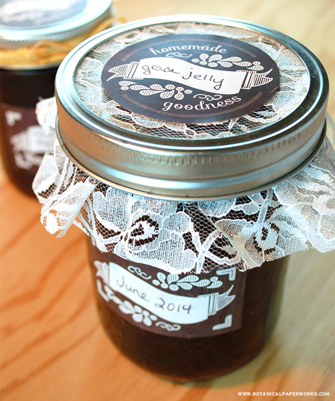 These adorable FREE Printable Chalkboard Canning Labels make it easy to add a personalized touch to any jar.