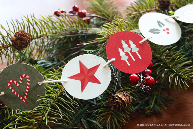 Download this FREE printable holiday garland with matching party decor to help you prepare a beautiful holiday party.