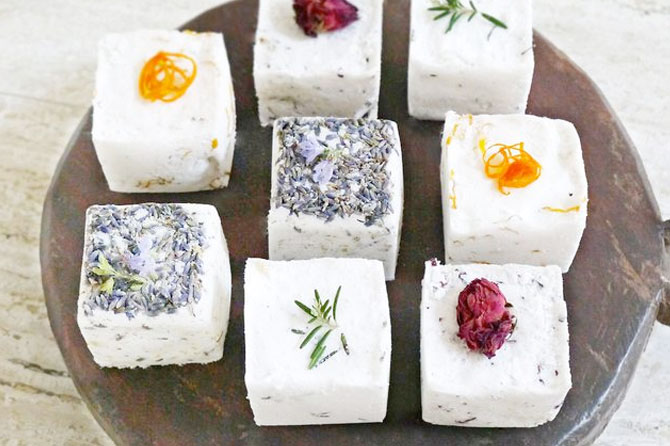 Get more ideas like these pretty bath bombs for gifts that are sweet, memorable and eco-friendly in this round up of Homemade Holiday Gifts.