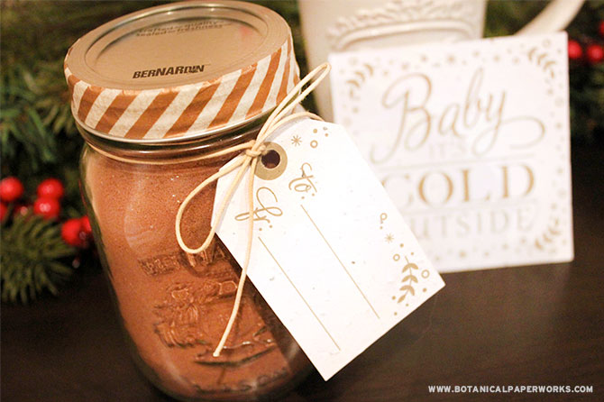 Get more ideas like this homemade hot cocoa gift set to make holiday gifts that are sweet, memorable and eco-friendly in this round up of Homemade Holiday Gifts.