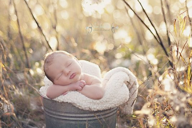 Get ideas for new born photography sessions.