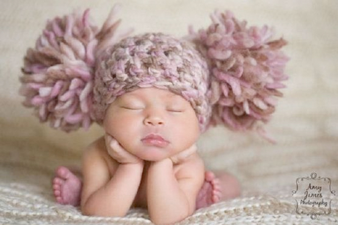 Take a look at this round-up of adorable new born photography ideas.