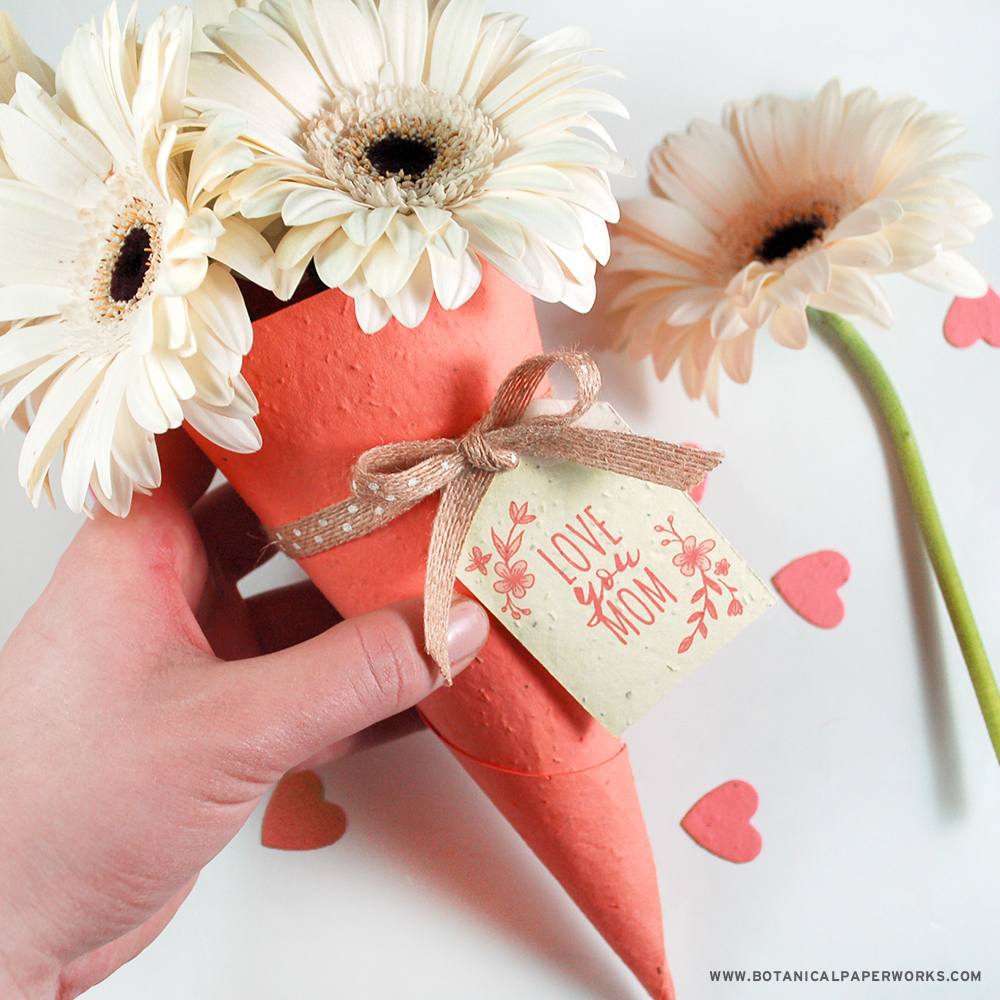 Find out how to make these plantable bouquet holders that your mom and all the other special ladies in your life will love for Mother's Day.