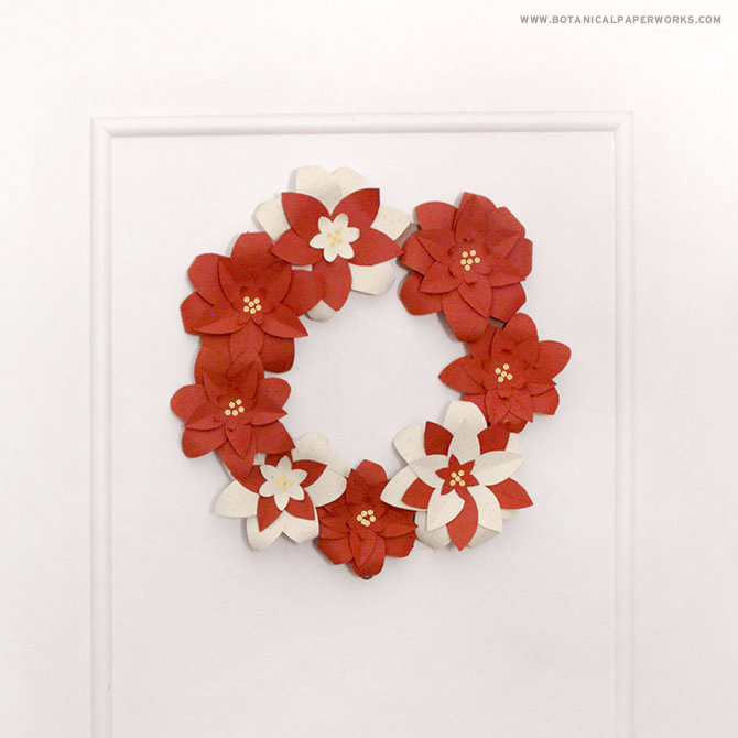 Learn how to make this beautiful #DIY holiday wreath out of seed paper flowers for #eco-friendly holiday decor with this helpful tutorial + #freeprintable templates!