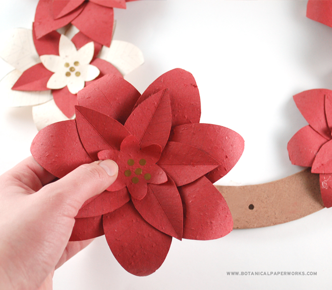 Beautiful and #ecofriendly, you can make your own DIY Christmas Flower Wreath with our #freeprintable template!