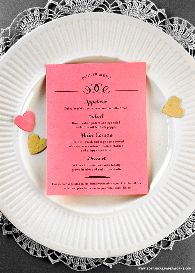 Simply stunning! This #seedpaper menu can be printed on your choice of 11 different colors so you can get the perfect match to your #weddingdecor. #ecofriendly