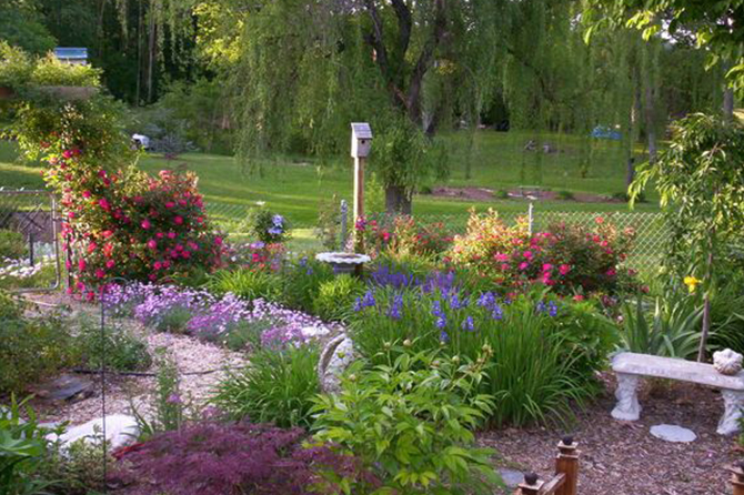 Take a look at these 10 ideas for creating a #memorialgarden that will give you a place to grieve in peace. #grief