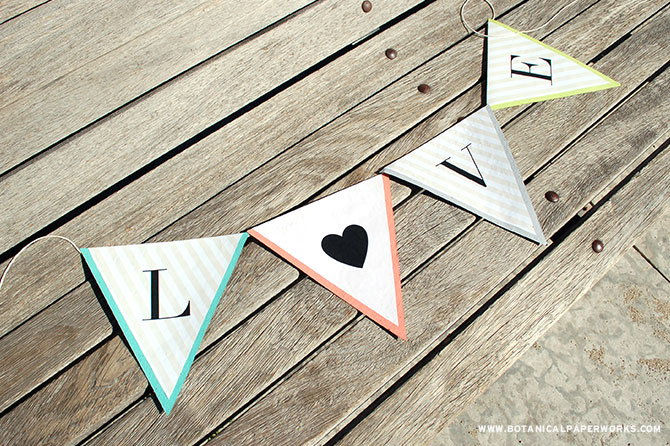 Charming and completely versitile, these Alphabet Banner #FreePrintables can be used to spell out a variety of words to display at your wedding.