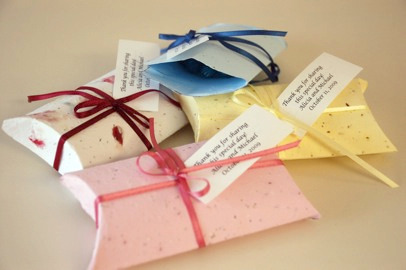 Plantable seed paper pillowbox for favors
